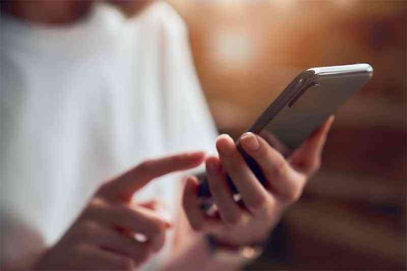 Phone sales down 20 percentage on COVID-19